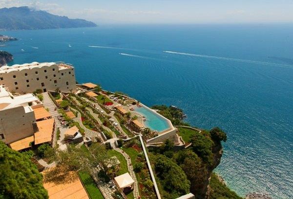 Monastero Santa Rosa Hotel & Spa – un loc putin spus spectaculos