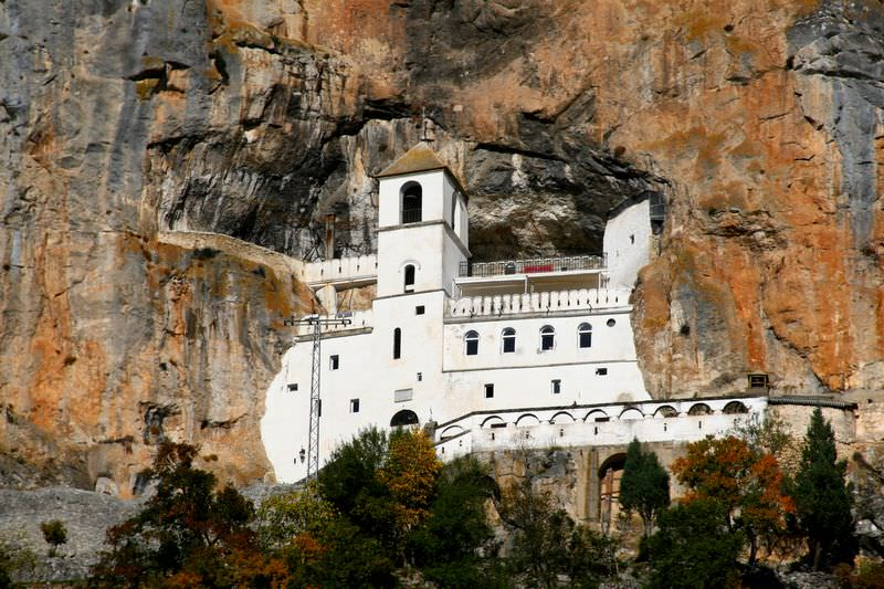manastirea_ostrog_muntenegru