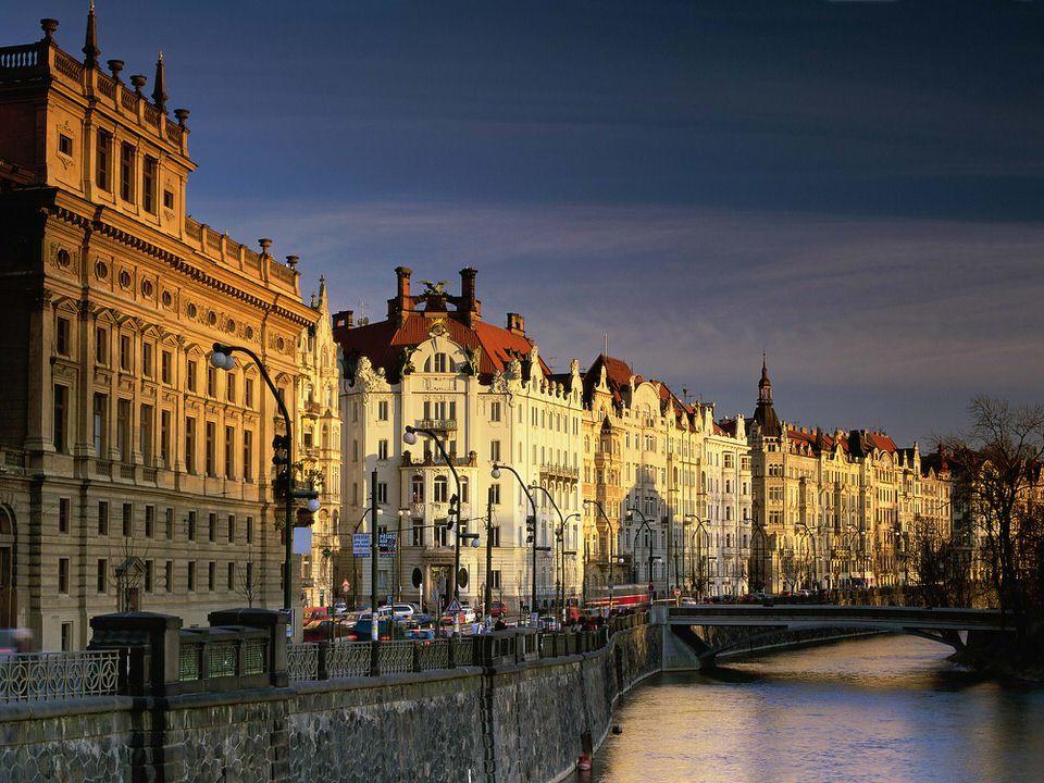 Praga va asteapta sa o vizitati in orice moment