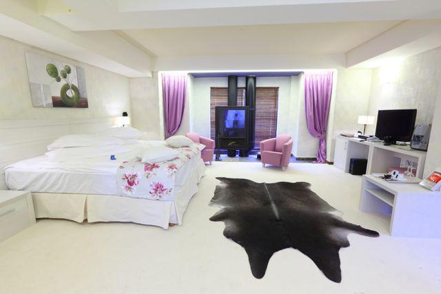 Hoteluri inedite pentru a petrece un weekend romantic in Romania!
