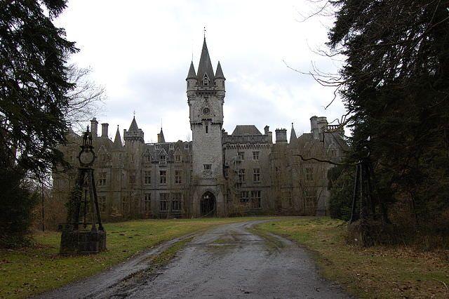 castelul-miranda-locuri-parasite-lume