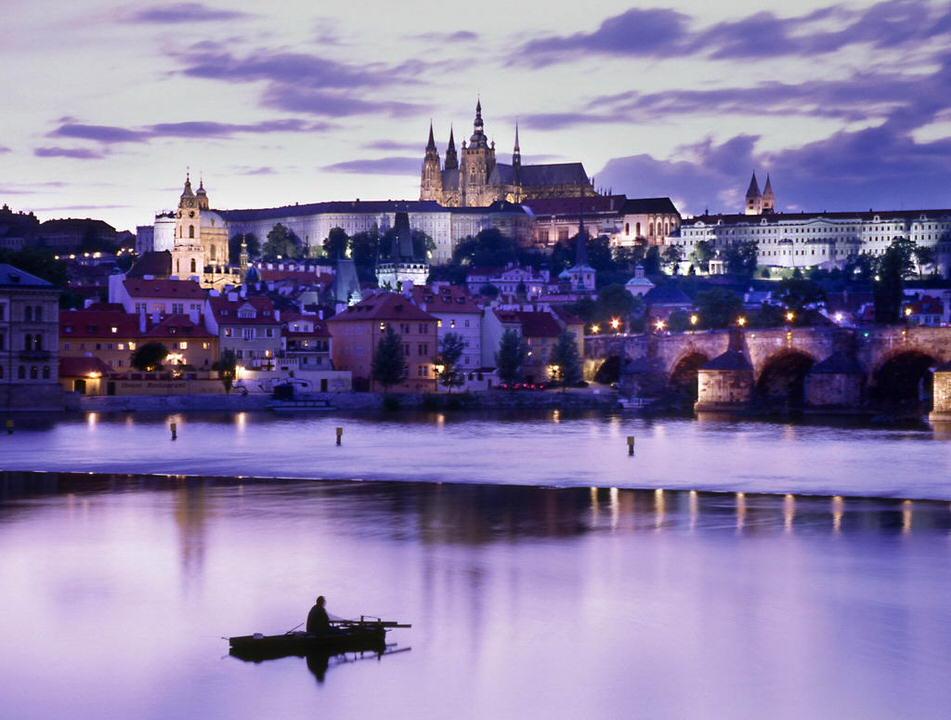La cumpana dintre ani hai sa petrecem la Praga!