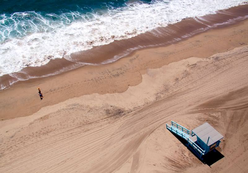 santa-monica-lifeguard-stand-aerial-maison-gray
