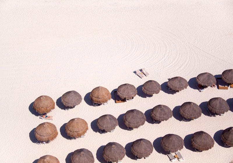 tiki-umbrellas-white-sand-aerial-maison-gray