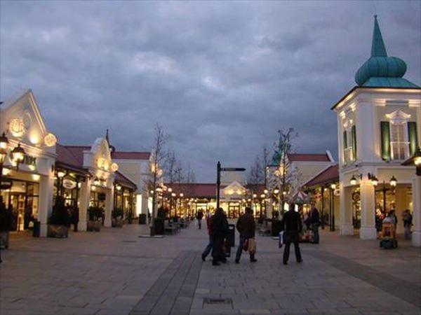 Incepe sezonul de reduceri la Parndorf – Austria! Profitati de pachetele turistice !