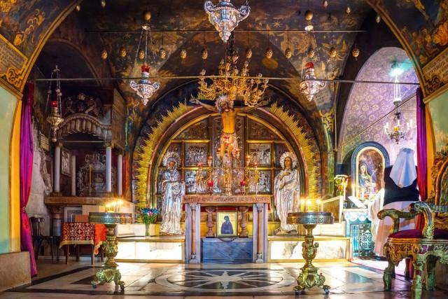 jerusalem-crucifixion-altar-900x900