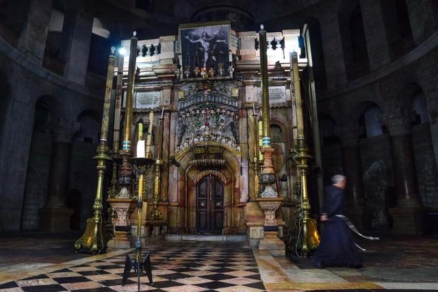 jerusalem-holy-sepulchre-aedicule-900x900