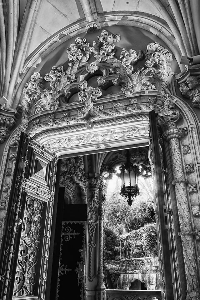 Palace-of-Mystery-Quinta-da-Regaleira-by-Taylor-Moore8__880