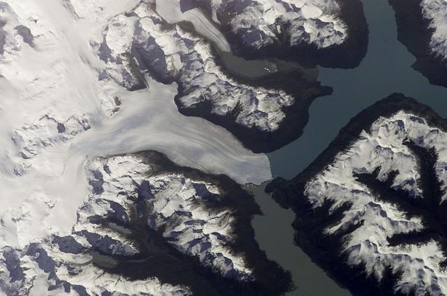 800px-Perito_Moreno_Glacier_-_Satelite_-_NASA_-_ISS004-E-9707