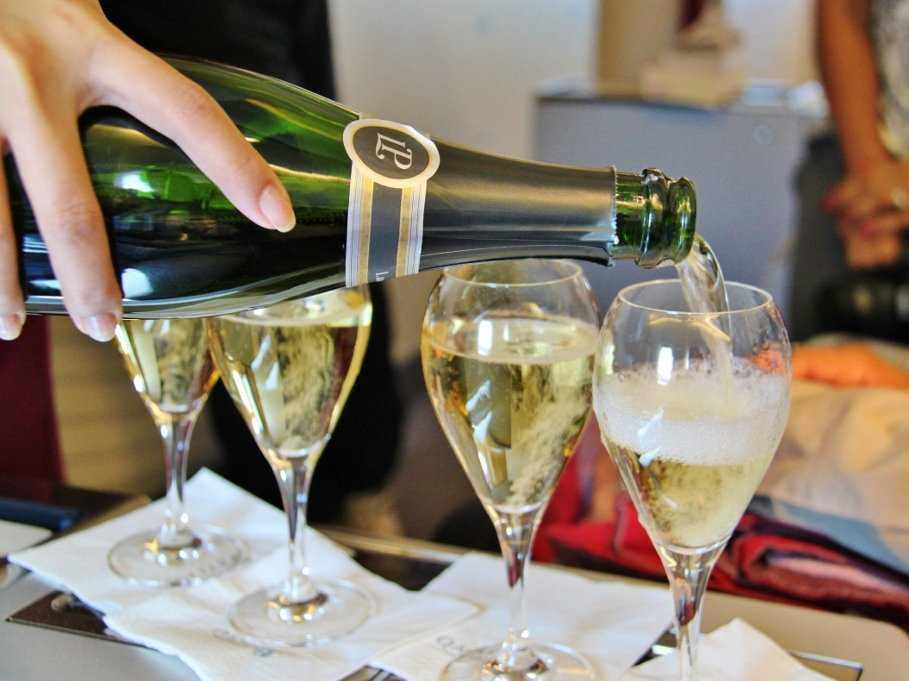 champagne-on-qatar-airways