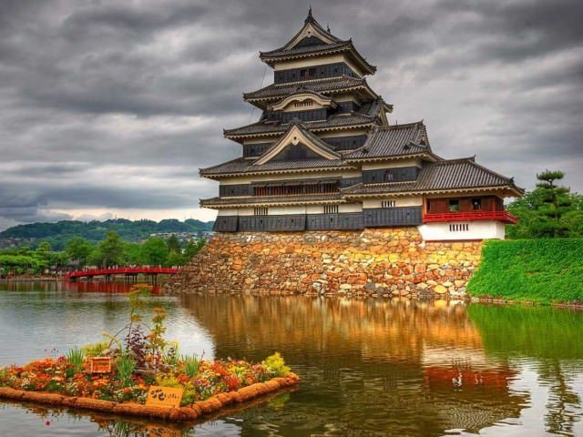 japan-is-home-to-majestic-castles-like-the-matsumoto-castle-which-dates-back-to-1590-and-still-maintains-its-original-wooden-interiors-and-external-stonework