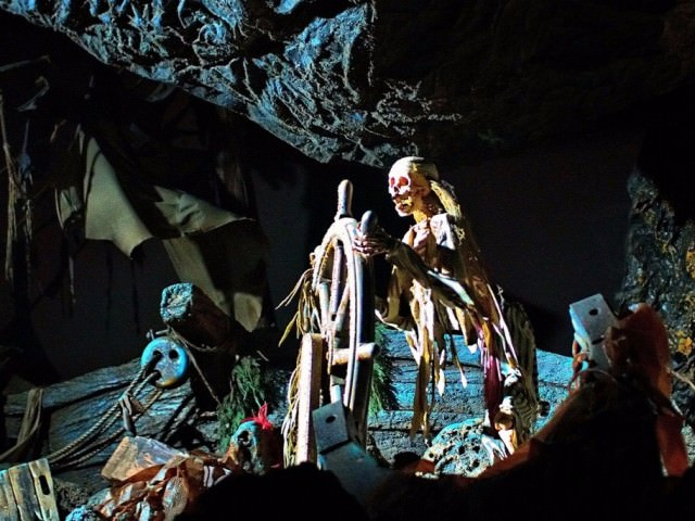 pirates of the caribbean ride disneyland