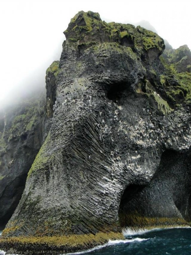 Elephant-Rock-Heimaey-Iceland