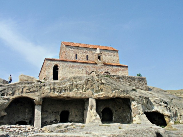 9th-10th-century-church-above-uplistsikhe-cave-city