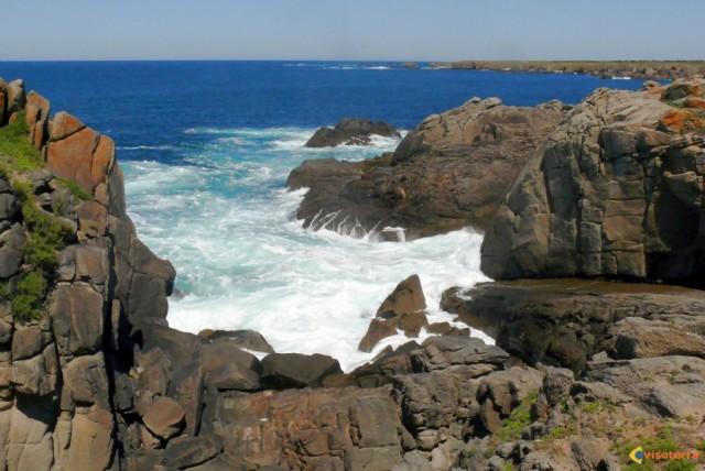 Le meilleur moyen de visiter l'île d'Yeu, c'est de louer un vélo et de partir sur un sentier. http://www.visoterra.com