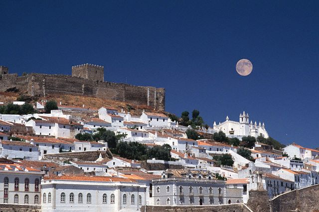 31 Jul 1996, Mertola, Portugal --- A full moon rises over the walled city of Mertola, which once functioned as a strategic fort during the times of the Moors, Phoenicians, and Romans.  Portugal. --- Image by © Charles O'Rear/CORBIS