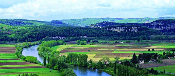 Franţa-construcţii şi peisaje frumoase