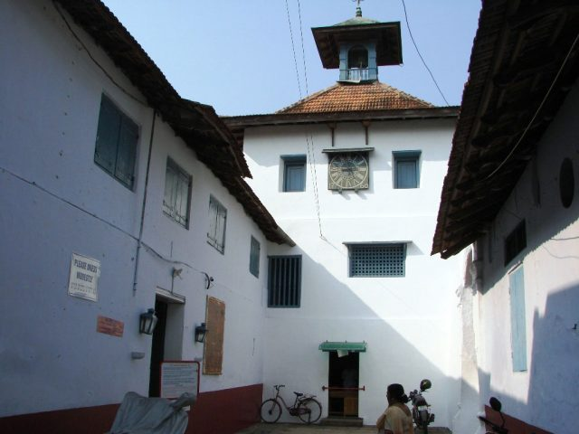 exterior-of-paradesi-synagogue