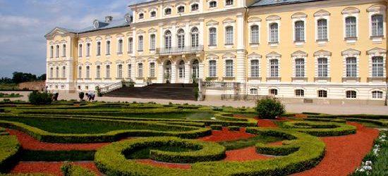 """Descoperiţi """"Palatul Versailles"""" din Letonia !"""