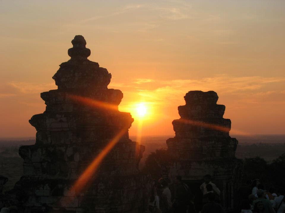 Phnom-Bakheng-Angkor-Cambodia