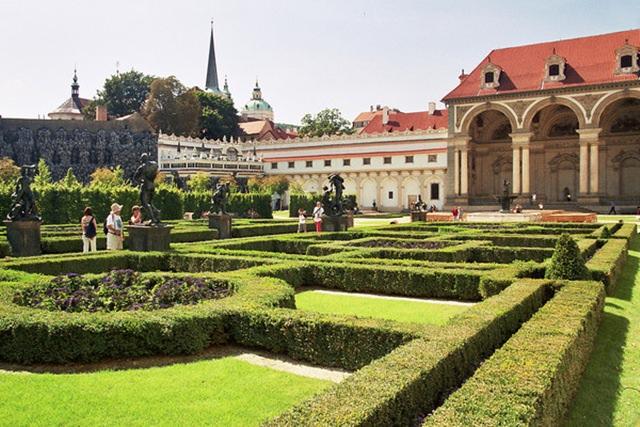 palatul-Wallenstein-praga (1)