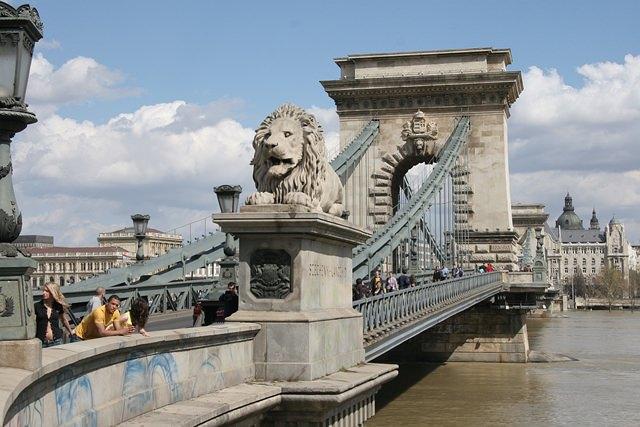podul-cu-lanturi-budapesta (4)