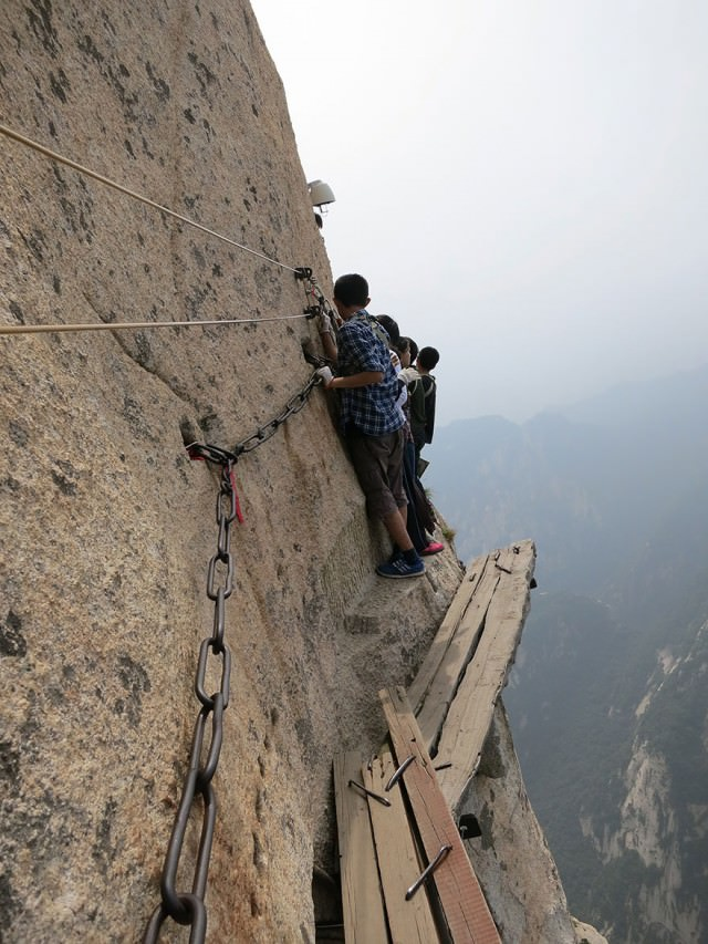 hiking-trail-huashan-mountain-china-1