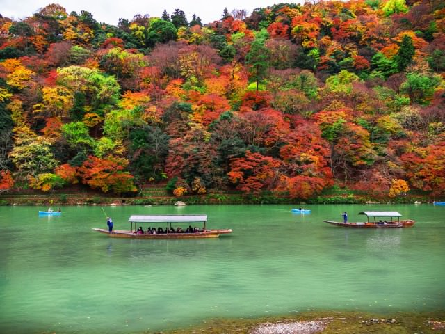 the-oi-river-runs-through-the-district-of-arashiyama