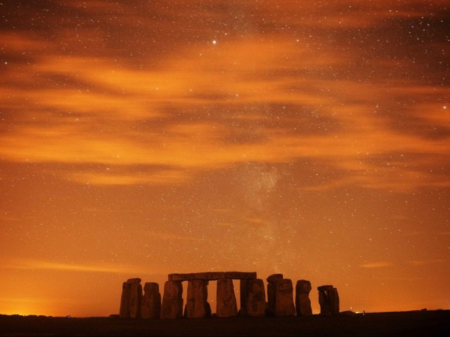 watch-the-sun-set-at-stonehenge-in-southern-england