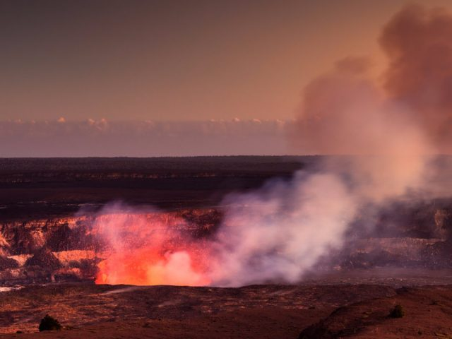 kilauea-volcano-hawaii-volcanoes-national-park-hi
