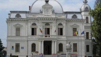 cropped-1280px-Targoviste_city_hall.jpg