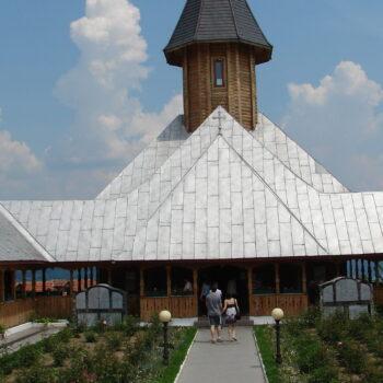 cropped-Sfânta_Ana_Monastery.jpg